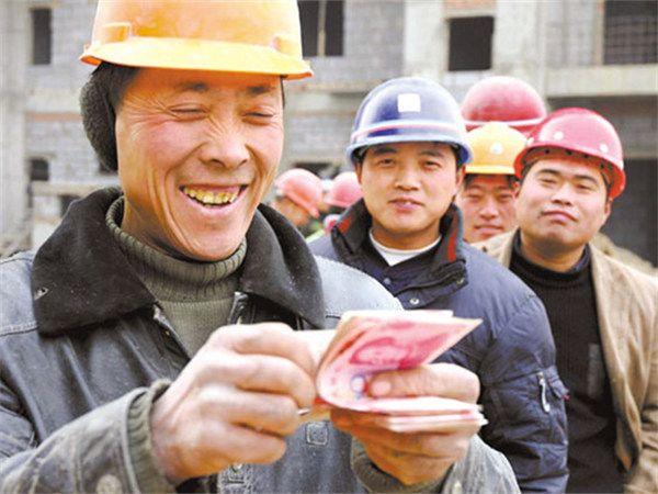 劳动法规定:农民工工资拖欠多久算违法?举报电话是多少?
